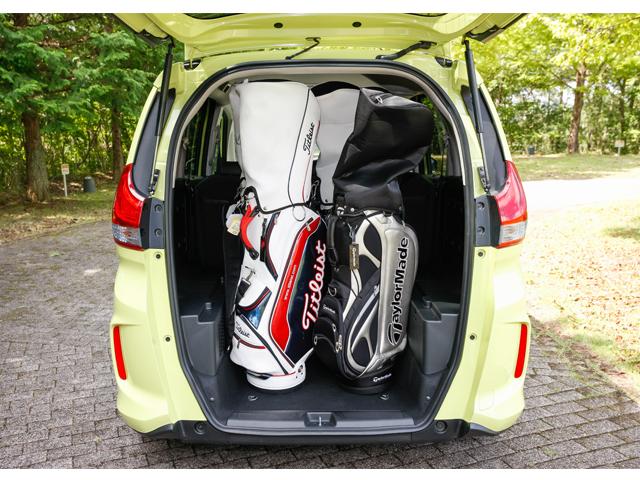 ▲ボードを外せばゴルフバッグを縦に積める