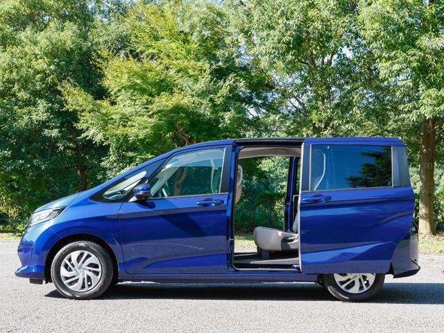 ▲3列シートで6/7人乗りのフリード(写真)と、2列シートで5人乗りのフリード+の2系統。それぞれガソリン車とハイブリッド車を用意。全車、両側スライドドアとなる