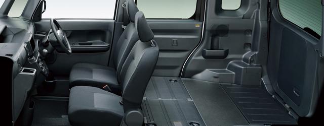 ▲車内は後部座席がない分、かなり広々としていて、1一人分の引っ越しくらいならできそう。この車で本格的なアウトドアに行くのもいいかもしれない