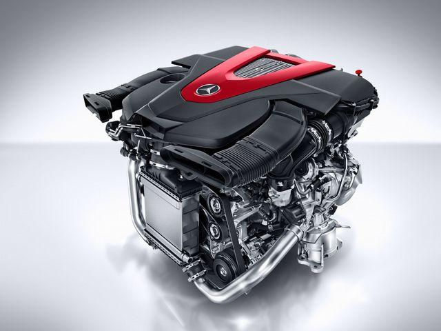 ▲第三世代の直噴システム「BlueDIRECTテクノロジー」+ツインターボとなるC450/C43の3L V6エンジン。アルミ製クランクケースとシリンダーヘッドの採用で軽量化にも成功している