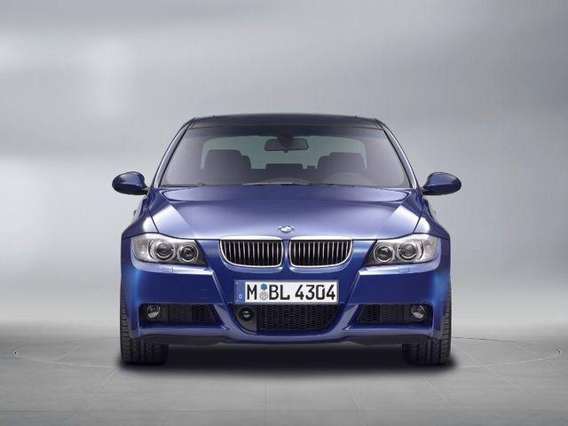 ▲言わずと知れたドイツの名門、BMWの中核モデルである3シリーズ。旧型であれば、走行距離がきわめて少ない現役感たっぷりの物件も実はお手頃価格で探せるのです