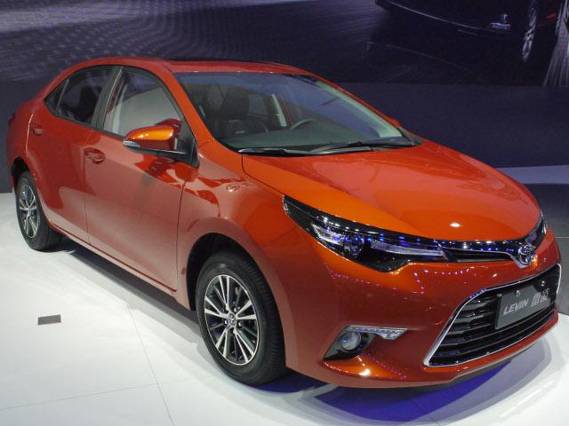 ▲トヨタ肝いりの1.2Lダウンサイジングターボは、中国では2016年春の北京モーターショーで発表された。このエンジンを搭載したモデルが、写真の広汽トヨタ レビンターボ。兄弟車である、一汽トヨタのカローラ1.2Tはショー直前に発表されている