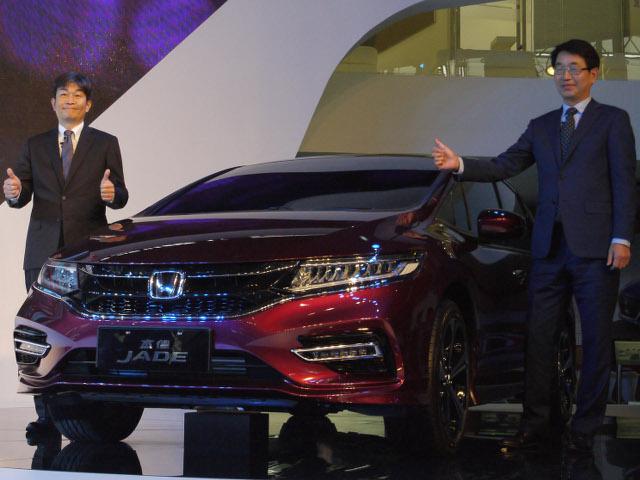 ▲日本では苦戦が続くホンダ ジェイドだが、もともと中国市場をターゲットとしていたモデルだけに、彼の地では大人気となっている。改良が施され、1.8Lのみだったエンジンラインナップに、1.5Lターボを新設定。ショーでも人気を集めていた