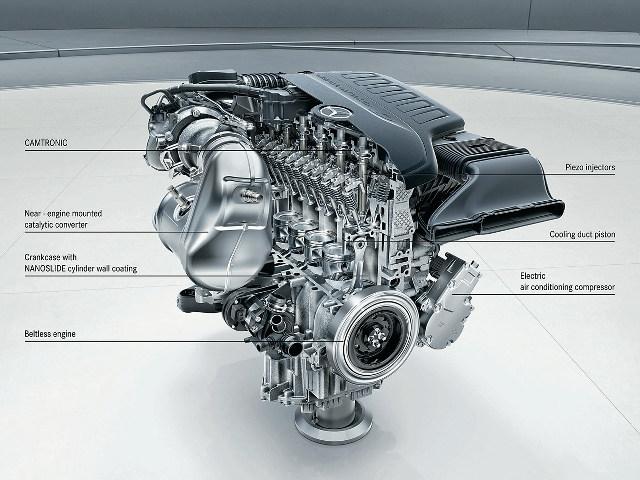 ▲M256と名づけられた、ダイムラー最新の直6エンジン(下の写真も同じ)電動スーパーチャージャー、再始動時にスターターの役割を果たすオルタネーターが備わっており、補機類の電動化によってベルトレス化も実現