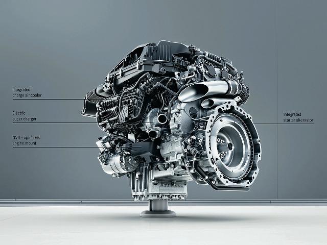▲M256のボアは83mm、ストロークは92.4mmで、1気筒あたりの排気量は500ccだ。最高出力408ps/最大トルク51.0kgm以上のスペックで、2017年からSクラスに搭載される予定