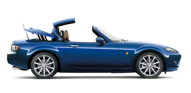 ▲輸入車に採用モデルが多かった電動ハードトップ「パワーリトラクタブルハードトップ」がついにロードスターにも登場! 開閉時間は約12秒