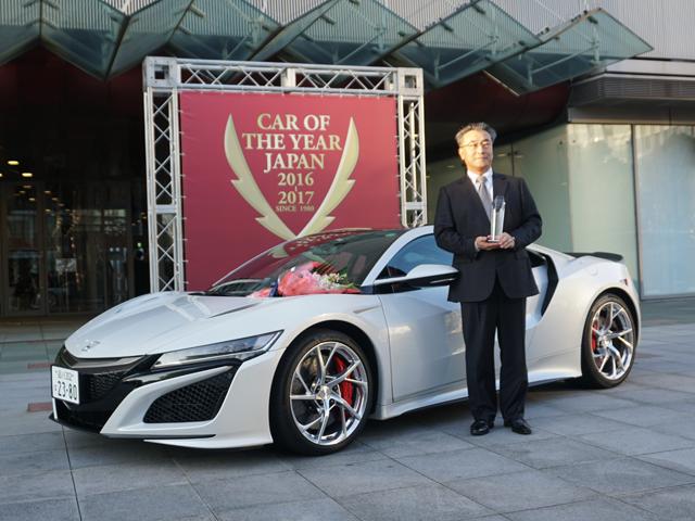 ▲特別賞に輝いたホンダ NSX。日本が得意とするハイブリッド技術で未来のスポーツカー像を提案した点が評価されました。年間販売予定が日本カー・オブ・ザ・イヤーのノミネート基準の500台に満たない100台なため、特別賞となりました