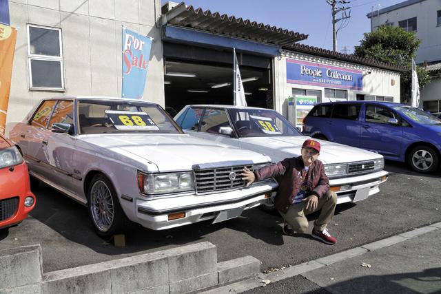 ▲1982年式のクラウンと1987年式のクレスタ。どちらも発売当時はおじさんたちが乗る車でしたが、30年の時を経て、ファッション感度の高い若者が注目しているそうです