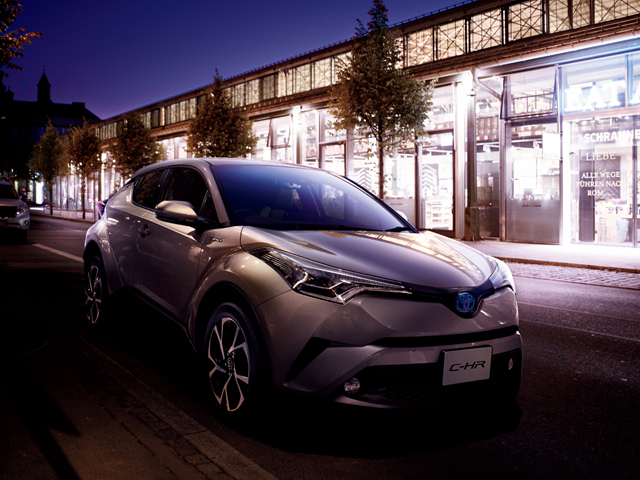▲2016年12月14日に発売開始となったトヨタ C-HRが、今後のコンパクトSUV市場を牽引していくのは間違いありません。C-HRの登場で中古コンパクトSUVも盛り上がりそうです!