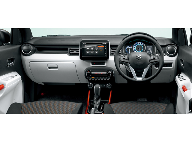 ▲先進的なインテリアデザイン。Apple CarPlay対応メモリーナビゲーションも話題になりました