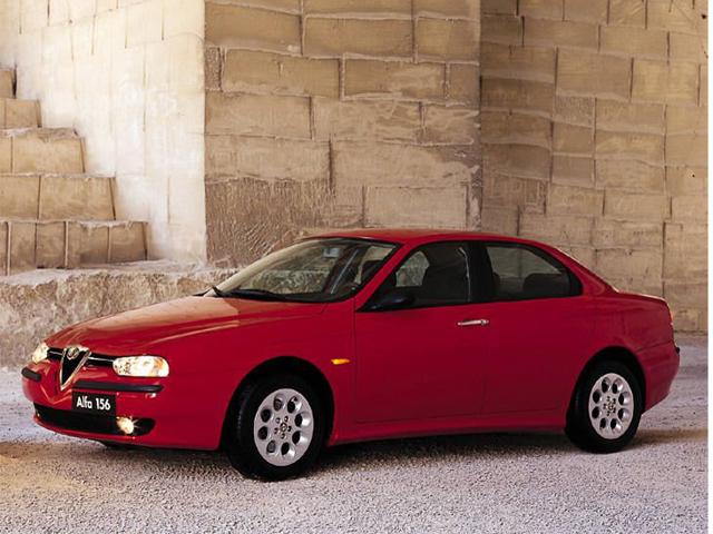 ▲アルファロメオは伝統的に赤のイメージが。写真の156や後継モデルの159も赤が人気です
