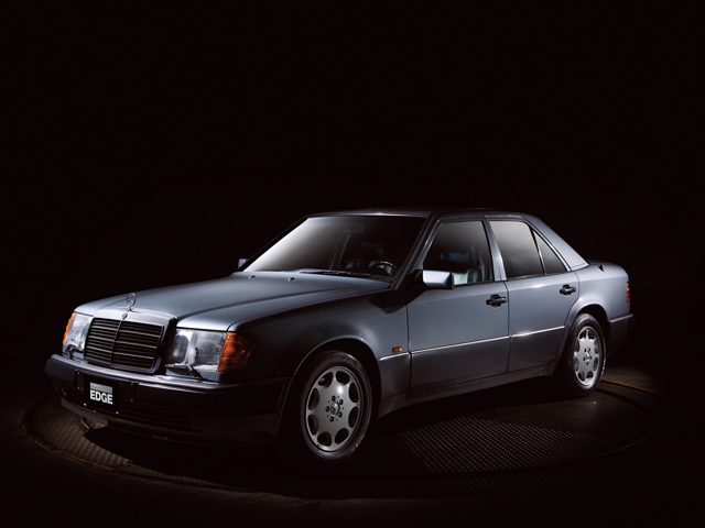 ▲1991年から1995年まで発売されたミディアムサイズセダンのW124に用意された325psのV8エンジンを積んだスポーツグレード。当時アメリカで人気だったSL500の4ドア版を望む声に応えて作られたとされ、開発や生産にはポルシェが深く関わっていた。前期モデルを500E、後期モデルをE500と車名を呼び分ける場合もある。各部の作りの良さはメルセデス・ベンツの「古き良き時代」と評価する人も多い。
