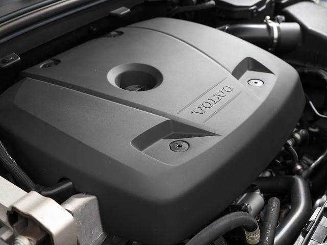 ▲新たにDrive-Eパワートレーン2L直4ターボを搭載、JC08モード燃費を12.3km/Lと従来型より11%向上させている。D4に積まれる2Lディーゼルは18.6km/L