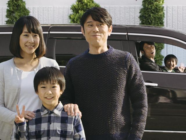 ▲今回のCMは「車選びがもたらす可能性」がテーマ。とある家族のもとに、異なった車に乗った「1年後の家族」たちが続々と遊びにやってきます。さて未来の彼らは、どんな車で、どんな時間を過ごしているのでしょうか?