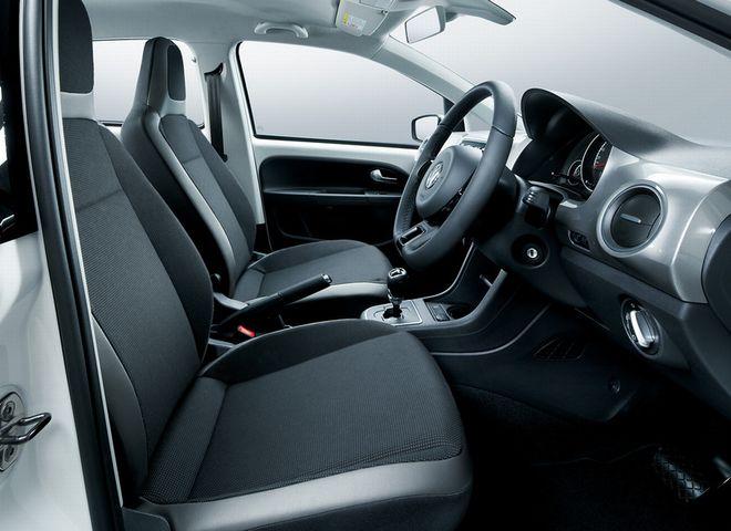 ▲up!のフロントシート周辺。日本仕様のトランスミッションはシングルクラッチ式セミATの「ASG」