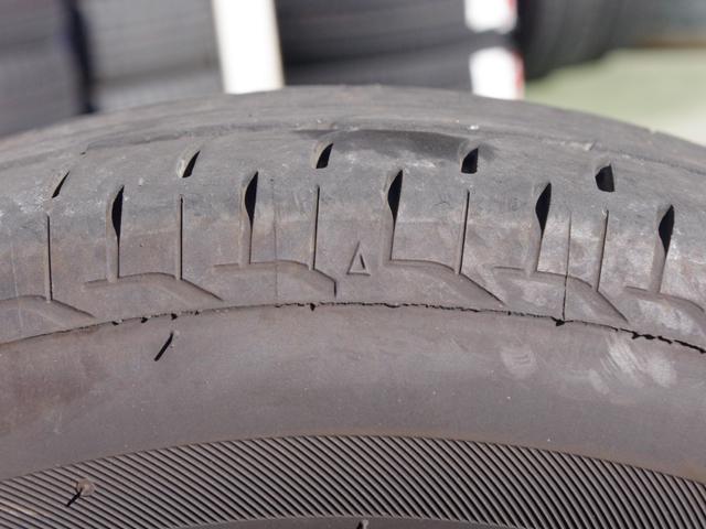 ▲スリップサインはタイヤのサイド部分に6カ所ほど付られている△型のマーク