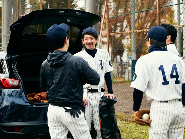 ▲仲間と一緒に野球やフットサルを楽しむアクティブな長谷川さん