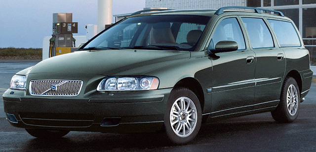 ▲こちらは2000年4月デビューのボルボ V70(2代目)。ミニバンではないが、大人数を乗せることを考えるとステーションワゴンも候補に上がってくる