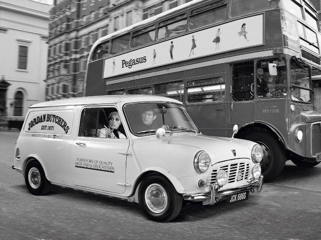 ▲写真は60年代の英国ですが、こんなカタチの車で現代のニッポンの道を走れたらステキじゃないですか? ちなみにこの車は現在のミニ クラブマンのある意味ご先祖様にあたるモーリス ミニ バン