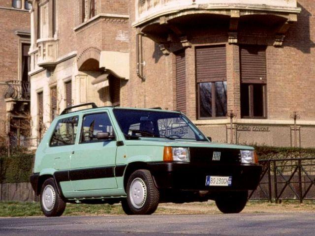 ▲イタリア本国では80年に登場し、日本でも99年まで販売された初代フィアット パンダ。いくつかのバリエーションはありますが、基本的には1~1.1Lエンジンを搭載するシンプルな小型車です