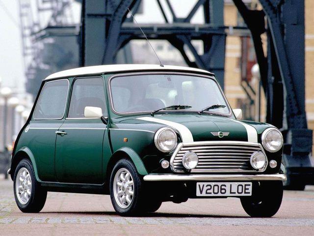▲50年代から00年代まで、基本的なスタイルと機構をほぼ変えずに販売された名作小型車、元祖ミニ。現在のミニはドイツのBMW系ですが、こちらは英国のBMC(後のローバー)製です