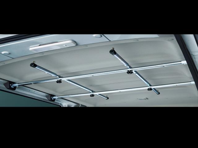 ▲ラゲッジユーティリティナットが装備されており、収納棚や道具類を自分好みの場所に設置可能