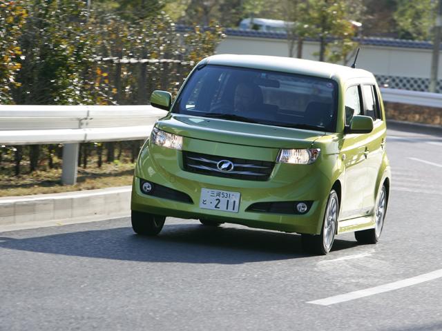 ▲こちらはボディカラーが緑のbB。トップ画像の黒のbBよりは柔らかい雰囲気で、女性でも乗りやすいんじゃないでしょうか