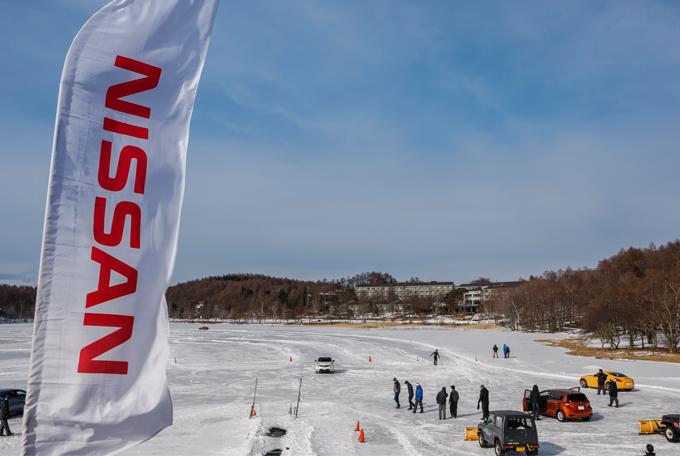 ▲氷上に作られた試乗コース。去年は暖冬で叶わなかった