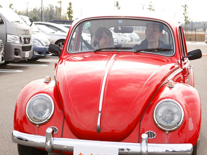 ▲狭い車内だからこその独特な距離感が、ドライブをより楽しくしてくれる