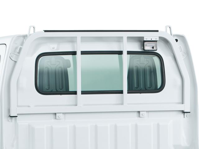 """▲軽トラックの""""鳥居""""は、リアガラスの破損やガラスが割れたときにキャビンに荷物が流れ込むことを防ぐ大切な装備"""