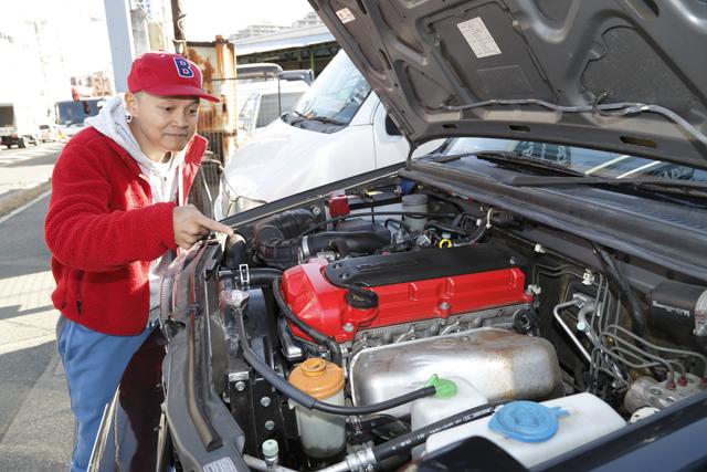 ▲ジムニーシエラのエンジンをスイフトスポーツのエンジンにスワップ。載せ換えたエンジンはヘッドを赤くしているそうです