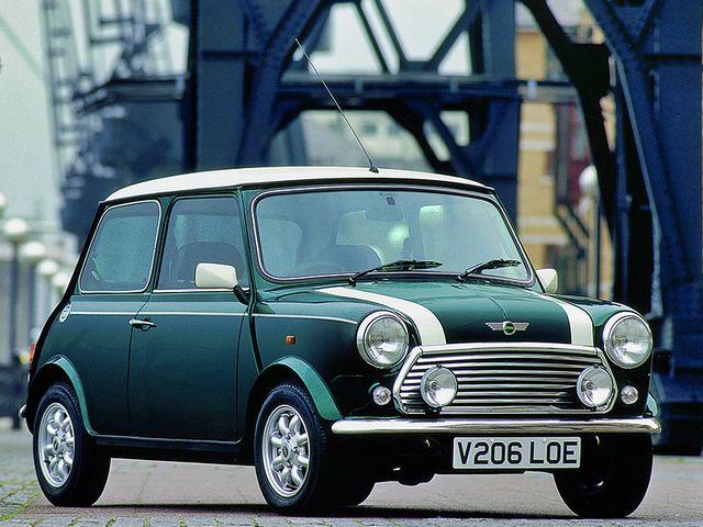 ▲59年から00年まで販売された英国の元祖ミニ。全長3051mm×全幅1410mm×全高1346mmというのは今の感覚からすると「あり得ない!」と叫びたくなるほど小さいが、身長180cm近い人間でもなぜか普通に座れてしまうのが不思議なところ。運転感覚もダイレクト感の塊で、現代の車とはかなり異なる印象を受けるはず