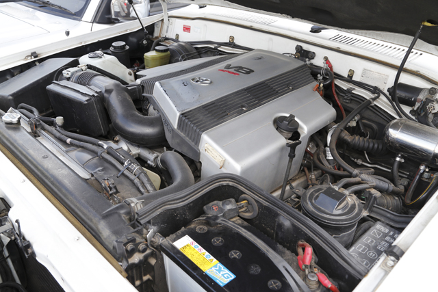 ▲ランクル80のガソリンエンジンは4.5Lでしたが、これはランクル100用の4.7Lガソリンエンジンに載せ換え。最高出力が20ps、最大トルクが5kg-m大きくなっています