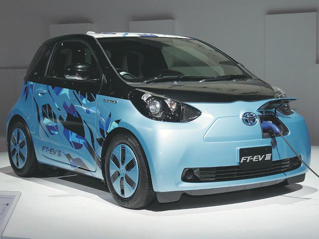 ▲トヨタのEVの歴史を語るうえで欠かせないモデルが、2012年末に限定100台が発売されたeQだ。iQを流用して開発されたシティコミューターEVで、一充電あたりの走行距離はJC08モードで100km。価格は360万円だった