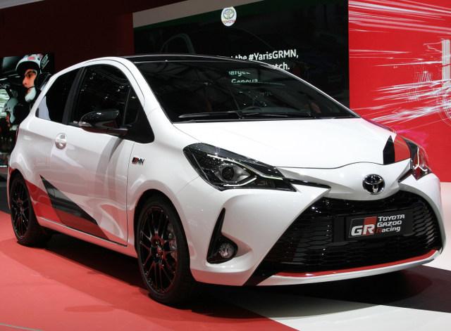 ▲白いボディに赤と黒のカッティングシートが貼られ、WRCマシンと同じカラーリングが施されたヤリス(日本名ヴィッツ)の限定モデル。この仕様が販売されるのは欧州だけとのこと。なんとも残念だ