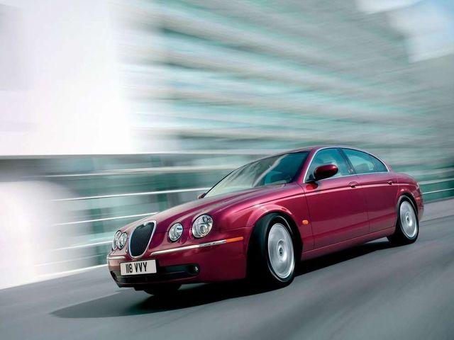 ▲メジャーなドイツ製高級車とはまた異なる激シブなムードを放つ英国車。なかでもオススメとなるジャガーは、基本的にはかなり高価な車なんですが、この「Sタイプ」であれば実はかなりお手頃なのです!
