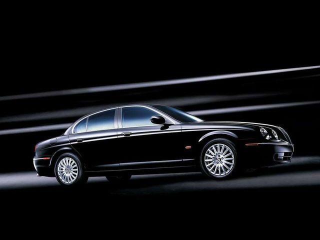 ▲こちらがジャガー Sタイプ。フォードの高級車ラインである「リンカーン」から販売されていたリンカーン LSのプラットフォームをベースに作られた英国車です