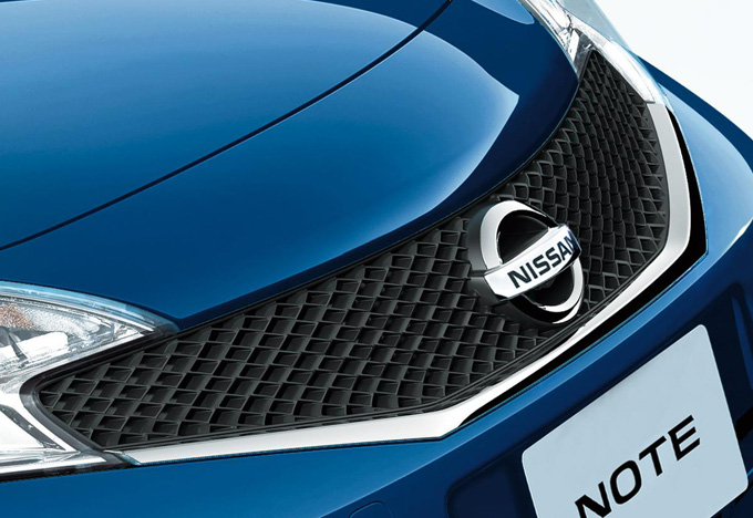 ▲ちなみにベーシックなグレードの場合、2014年10月生産車以降はフロントグリルのデザインが変更になっているので要チェック。画像のメッシュ調なのが後期型です