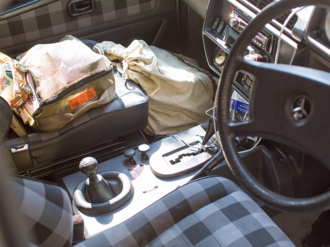 ▲現行型とは違い、4WDはパートタイム式。シートの生地もファブリックで、カジュアルな印象