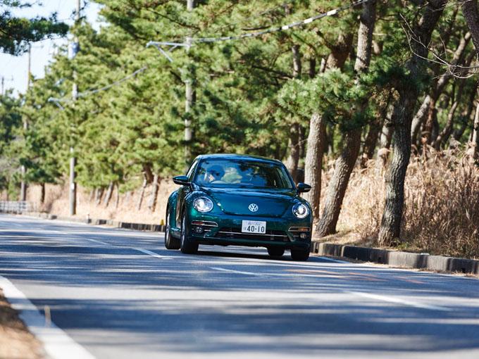 ▲丸っこくて可愛らしいフォルムが特徴的なフォルクスワーゲン ザ・ビートル(現行型)。本記事では、よりお得に車を手に入れたい人向けに、オススメの中古車をご紹介しよう