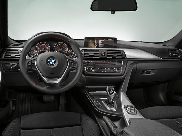 ▲ちなみに現行BMW 3シリーズのインテリアはこのようなニュアンス。かなりシュッとしてる感じです