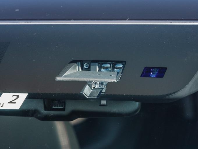 ▲カメラとレーダーレーザーを併用した予防安全技術「e-Assist」を採用。歩行者検知機能の追加と車線逸脱警報システムを最適化している