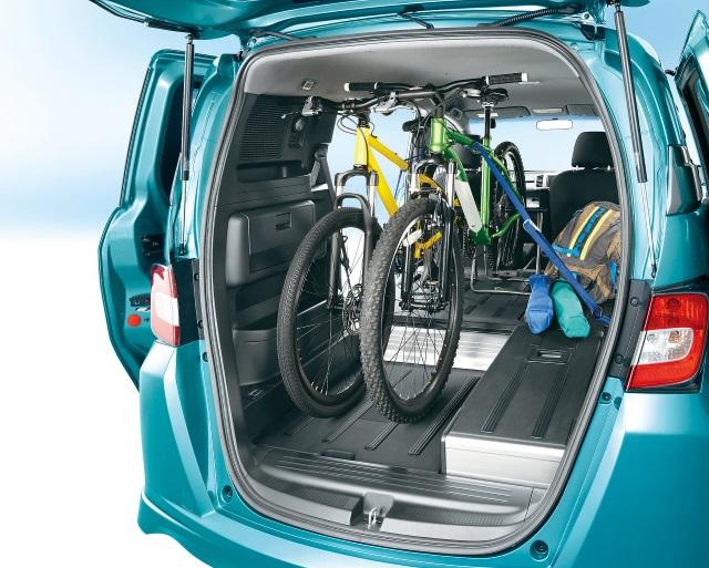 ▲マウンテンバイクも余裕で積み込める荷室スペース
