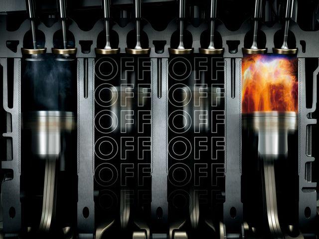 ▲上の本文で触れているアダプティブ・クルーズ・ズコントロールの他、現行ゴルフの1.4L TSIエンジンには、エンジンへの負荷がそれほど大きくない場合、4気筒のうち2気筒を休止させて燃費の向上を図る「アクティブシリンダーマネジメント(ACT)」という機構が採用されています