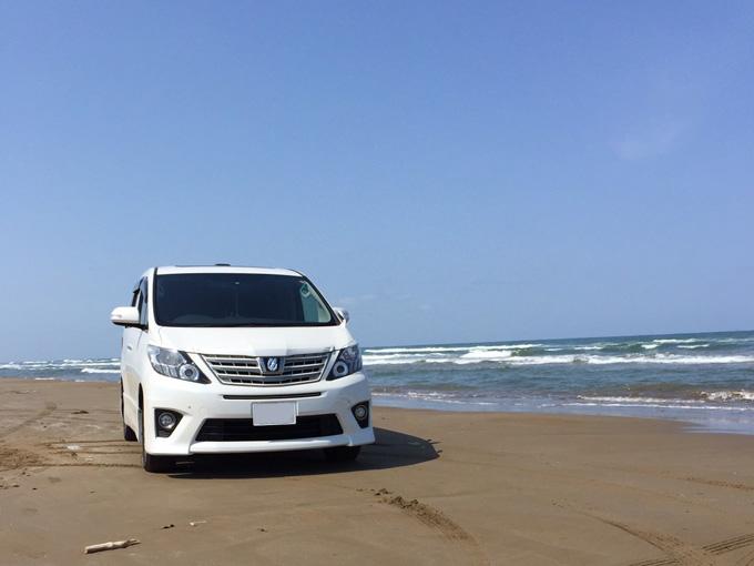 ▲RXに乗り替える前の愛車。この車でも様々な場所を旅したそうだ。写真は、石川県の千里浜なぎさドライブウェイ