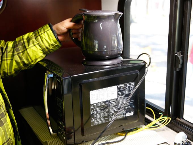 ▲ケトルを使えばすぐに熱々のコーヒーが作れます