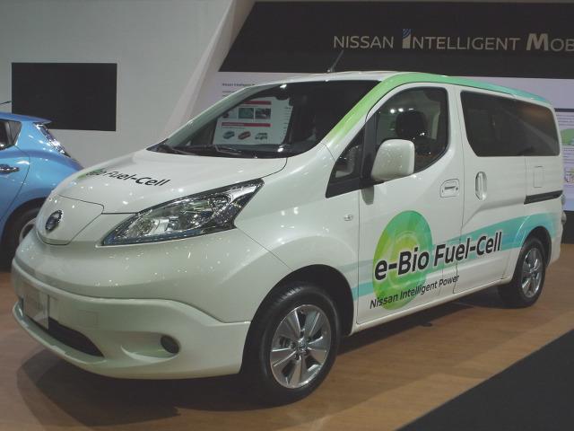 ▲日産ブースの片隅に何やら注目を集めるNVバネットが置いてあった。これは、e-NV200をベースにバイオエタノールから発電した電気で走行する、燃料電池車のプロトタイプで、2016年8月にブラジルで発表されたものだった。航続距離は600km以上とのこと