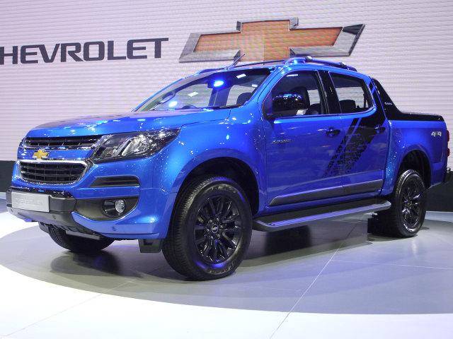 ▲シボレーは、コロラドピックアップシリーズの頂点にくる仕様として、ハイカントリーを発表。価格も提示された。2.5Lの直4ターボディーゼルを搭載し、4×2モデルが102.8万バーツ(約308万円)、4×4が109.8万バーツ(約330万円)。写真の青は新色だ