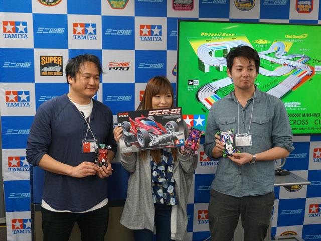 ▲左から2位のヤフー 根岸さん、優勝した月刊モデルアートの大谷さん、3位のdaddly 松下さん