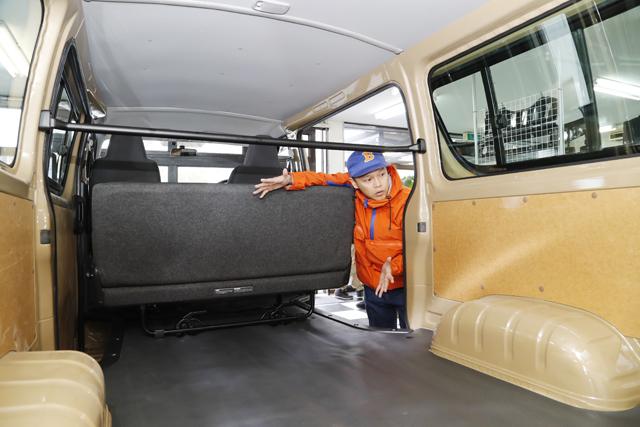 ▲カスタムしてある実車があれば、それをベースにさらにどう使うか感が得やすくなります。「僕ならタイヤハウスの高さにベッドを置きたいね」